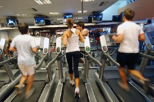 En el gym haciendo ejercicios para endurecer mas mi traserohola amigo disculpavivo en venezuela estoy sin dinero para mis hijosayudame solo ingresando y dandole skip ad en este enlace httpmetbzabigailayudameporfavor - 4 7